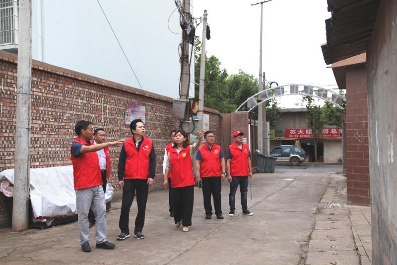 """潘红伟 : 督战西苑社区创文工作时强调 做永不褪色的""""红马甲"""""""