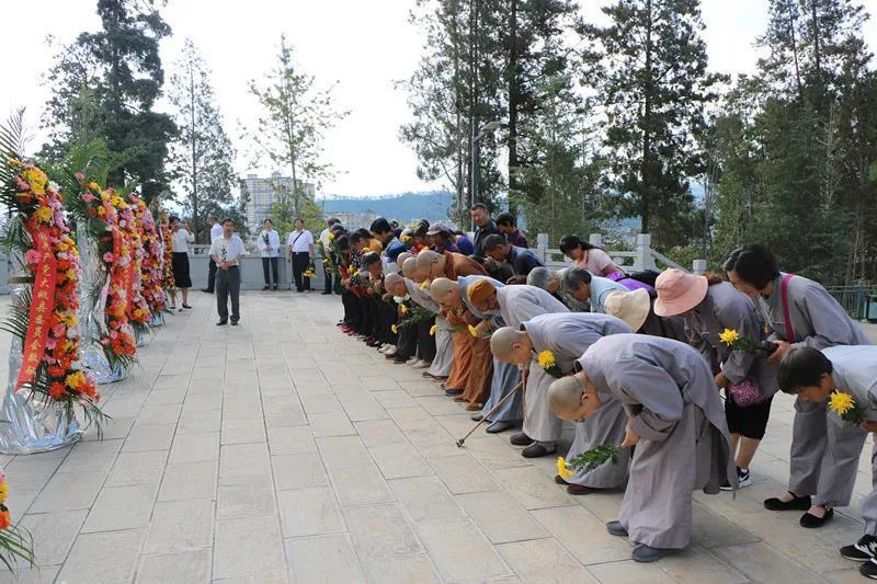 大姚:组织宗教界人士开展爱国主义教育活动