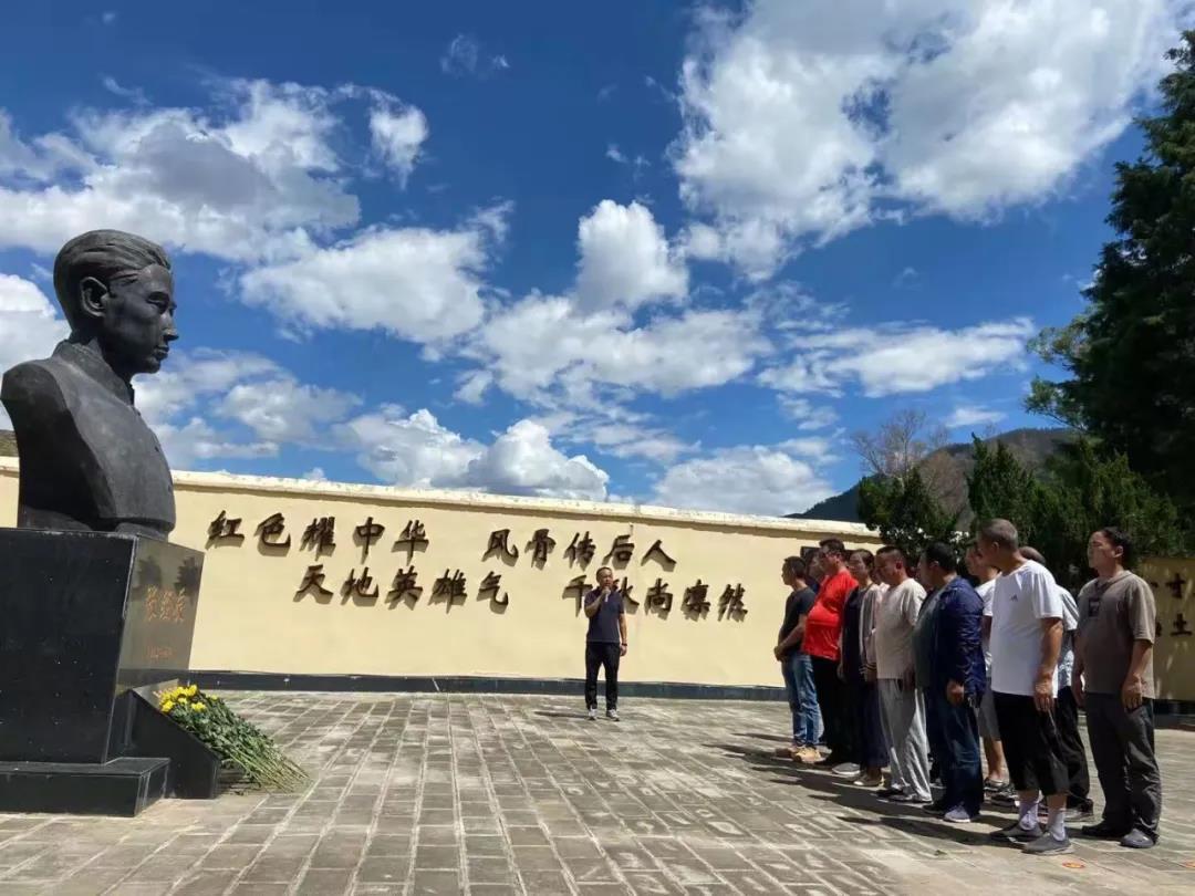 禄丰:妥安乡组织非公经济人士开展理想信念教育