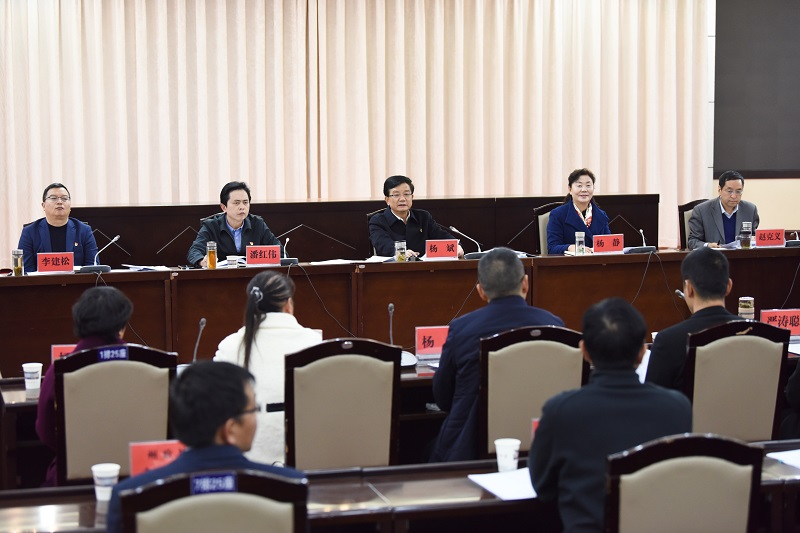 州委书记杨斌主持召开全州党外人士、人大代表、政协委员座谈会